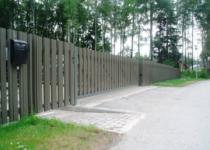 Liugvärav puitlaudisega, piirdeaed, väravaautomaatika