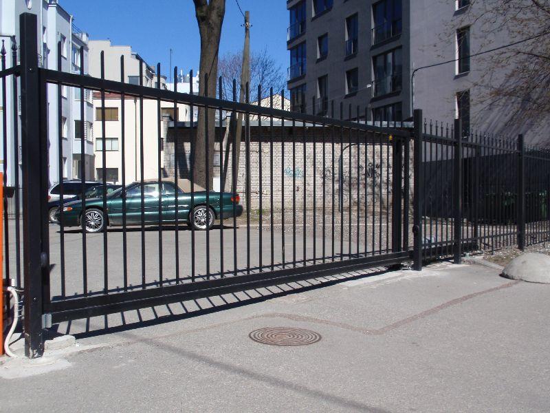 Liugvärav varbtäitega, väravaautomaatika