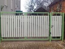 Tiibväravad puitlaudisega. Väravaautomaatika.