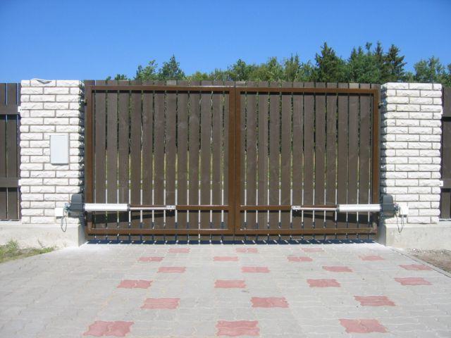 Tiibväravad puitlaudisega. Väravaautomaatika SOMMER.