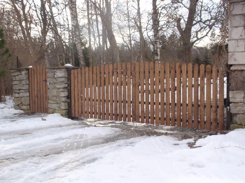Tiibväravad puitlaudisega. Väravaautomaatika SOMMER