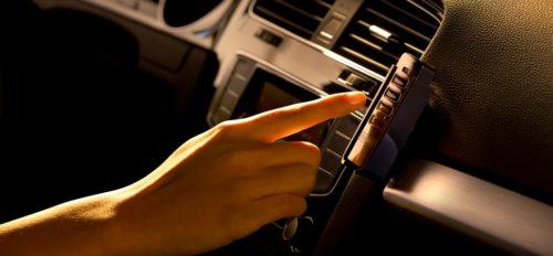 Väravaautomaatika pult hoidja autosse