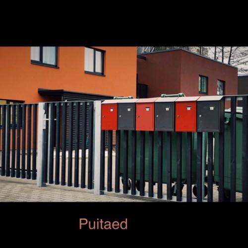 Puitaed, metallist katteliistuga, metallist aiapostid, tiibväravad, sommer väravaautomaatika, piirdeaed
