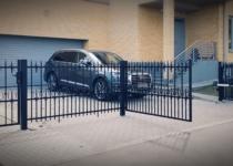 Metallaed. Sepisaed ja väljapoole avanevad tiibväravad. Väravaautomaatika Sommer TWIST 200E