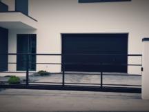 Metallaed hõreda horisontaalse täitega. Liugväraval väravaautomaatika Sommer RUNner. Piirdeaed, aia ehitus