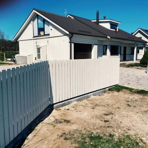 Puidust piirdeaed, liugvärav, aia ehitamine, väravaautomaatika